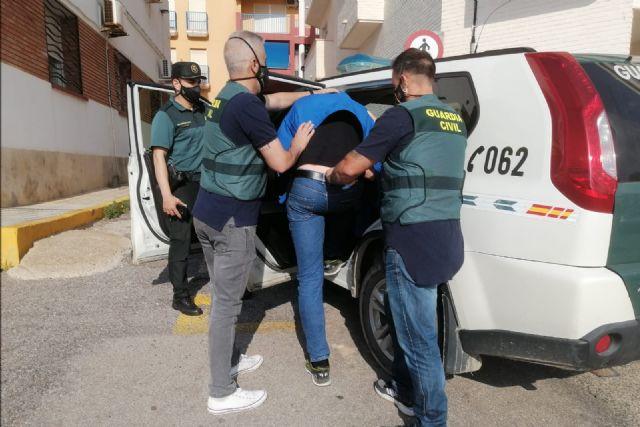 La Guardia Civil detiene en Mazarrón a un experimentado delincuente por robar en dos establecimientos, Foto 1