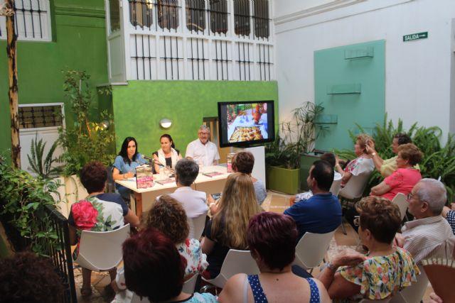 Isabel Navarro presenta su nuevo libro La Boca Agua en Puerto Lumbreras - 1, Foto 1