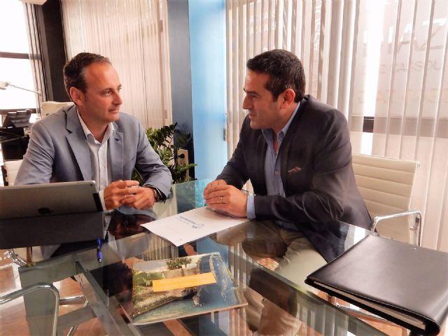 El alcalde de Alcantarilla, Joaquín Buendía, se reúne con el consejero de Turismo, Cultura y Medio Ambiente, Javier Celdrán - 1, Foto 1