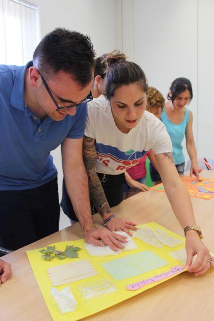 Una quincena de desempleados lumbrerenses se especializan en el cuidado a personas dependientes en instituciones sociales - 2, Foto 2