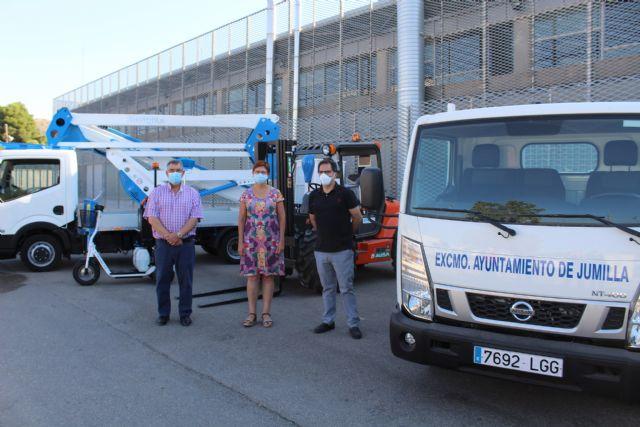 Servicios aumenta su parque móvil con un camión, una plataforma elevadora, una carretilla y una bicicleta eléctrica - 1, Foto 1
