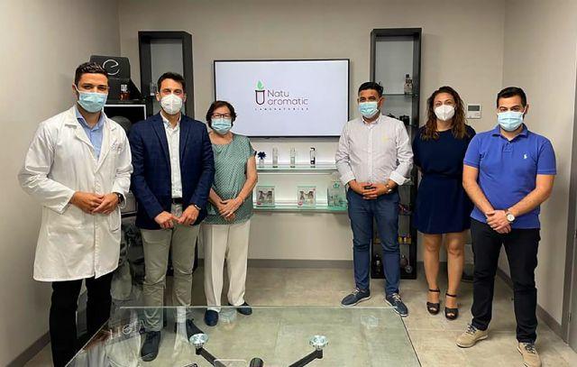 El alcalde torreño visita Laboratorios NatuAromatic, referente en la fabricación de perfumería, cosmética, ambientación e hidroalcohólicos - 2, Foto 2
