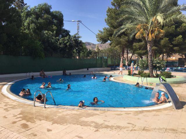 La piscina de verano, en plena actividad durante el mes de agosto, Foto 2