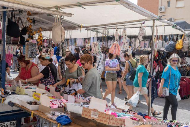 Los mercadillos de los jueves, excepto el de Los Urrutias, se trasladarán del día 15 de agosto, festivo, al miércoles 14 - 1, Foto 1