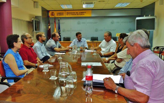 El alcalde y el concejal de Urbanismo se reúnen con el delegado del Gobierno para solicitar la paralización del trazado de la Línea de Alta Tensión, Foto 1