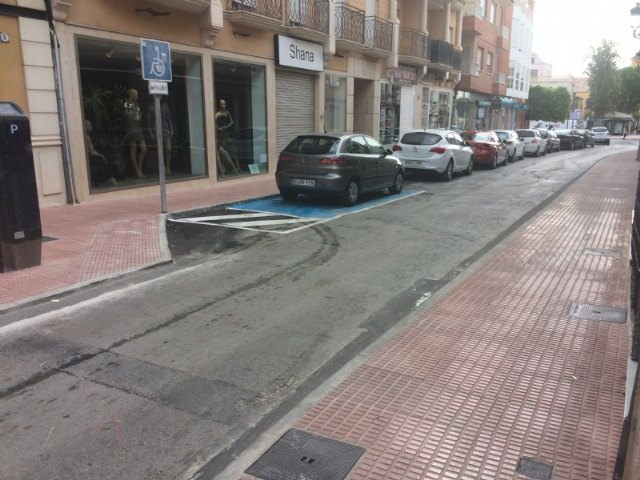 Abierta al tráfico definitivamente la calle Juan XXIII tras las importantes obras de acondicionamiento y mejora de las aceras en esta vía comercial, Foto 1