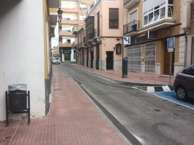 Abierta al tráfico definitivamente la calle Juan XXIII tras las importantes obras de acondicionamiento y mejora de las aceras en esta vía comercial, Foto 2