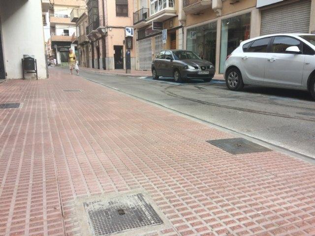 Abierta al tráfico definitivamente la calle Juan XXIII tras las importantes obras de acondicionamiento y mejora de las aceras en esta vía comercial, Foto 3