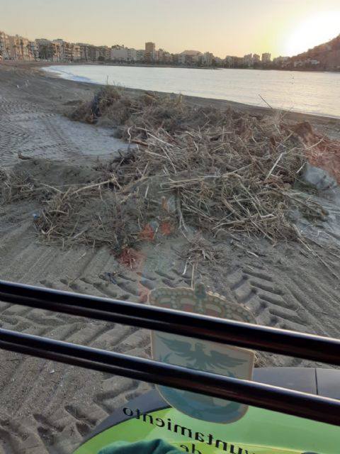 Las playas se recuperan lentamente tras los destrozos de las lluvias de la pasada semana - 1, Foto 1