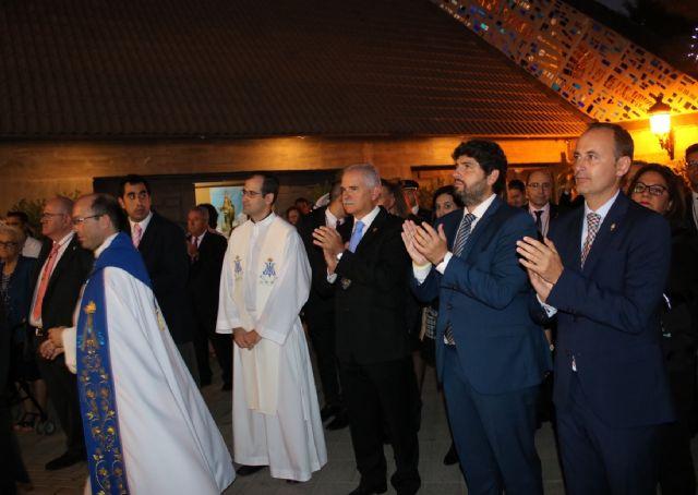 El presidente de la Comunidad asiste a la procesión en honor a la Virgen del Rosario, patrona de Torre Pacheco - 1, Foto 1