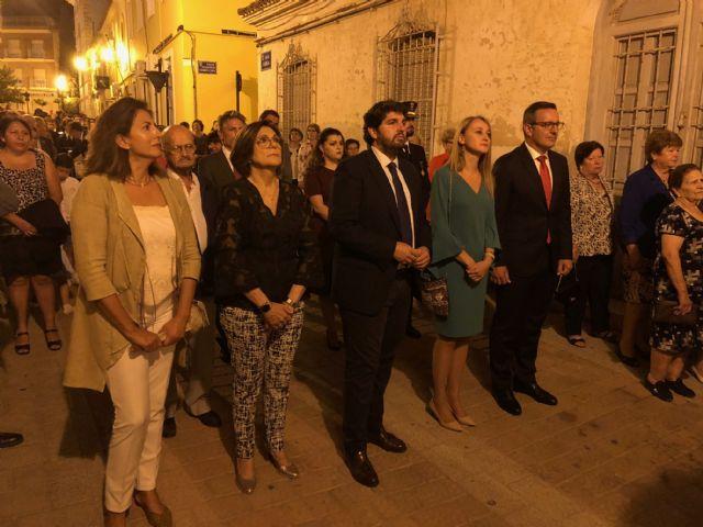 López Miras asiste en Alhama de Murcia a la procesión en honor a la Virgen del Rosario, Foto 2