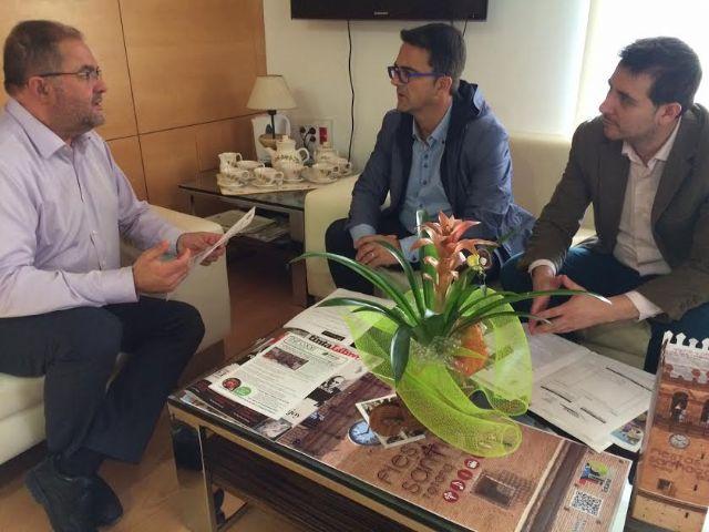 El alcalde y responsables de D´Genes se reúnen para abordar proyectos de colaboración institucional que favorezcan al colectivo, Foto 1