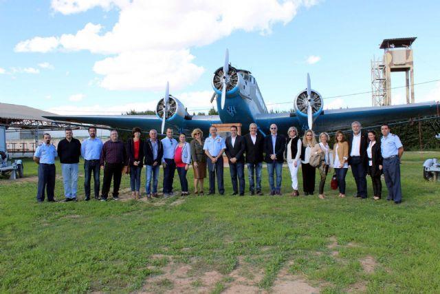La Corporación Municipal del Ayuntamiento de Alcantarilla, lleva a cabo una visita institucional a la Base Aérea - 1, Foto 1