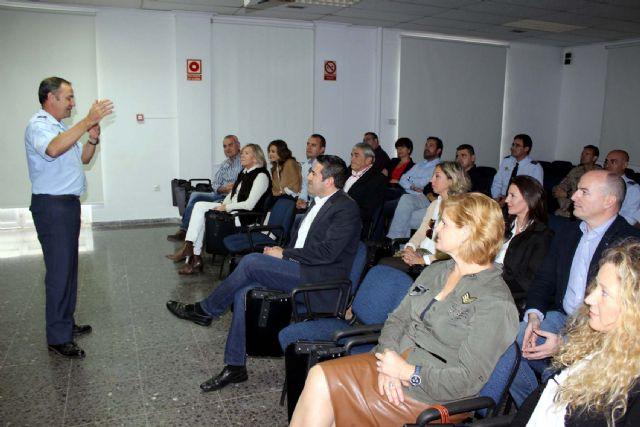 La Corporación Municipal del Ayuntamiento de Alcantarilla, lleva a cabo una visita institucional a la Base Aérea - 2, Foto 2