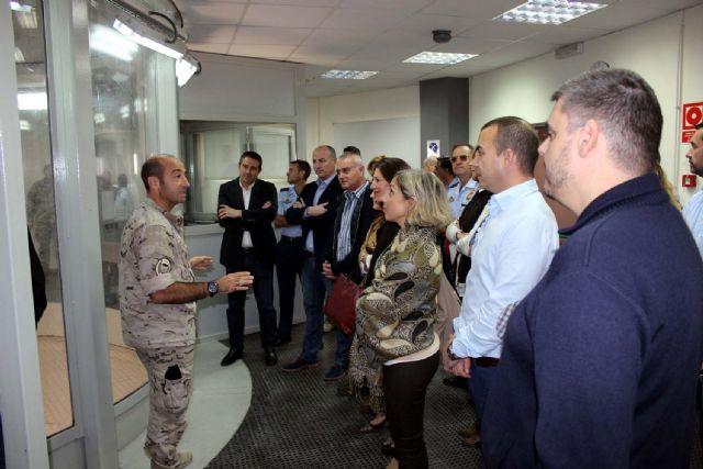 La Corporación Municipal del Ayuntamiento de Alcantarilla, lleva a cabo una visita institucional a la Base Aérea - 3, Foto 3