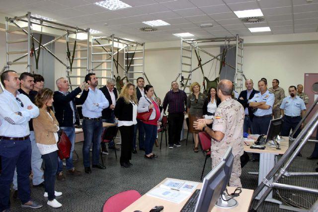 La Corporación Municipal del Ayuntamiento de Alcantarilla, lleva a cabo una visita institucional a la Base Aérea - 4, Foto 4