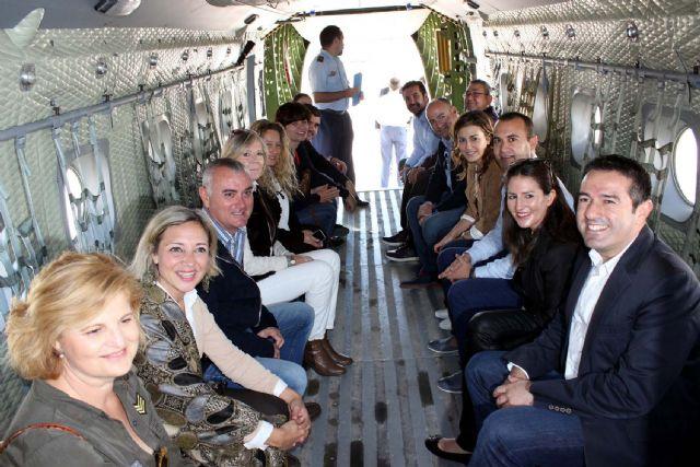 La Corporación Municipal del Ayuntamiento de Alcantarilla, lleva a cabo una visita institucional a la Base Aérea - 5, Foto 5