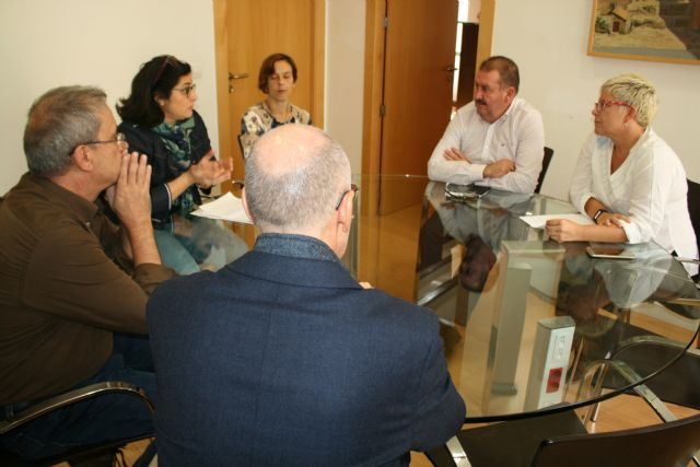 """The municipal government meets with the AMPA of the IES """"Prado Mayor"""" to discuss the construction of the fourth classroom The City plans to request an interview immediately with the General Directorate of Centers to solve the problem of mas - 1"""