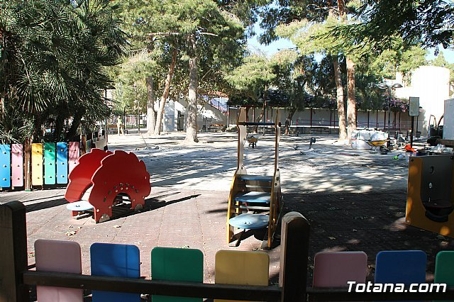 "Works to improve the playground for the municipal park ""Marcos Ortiz"" begin - 2"