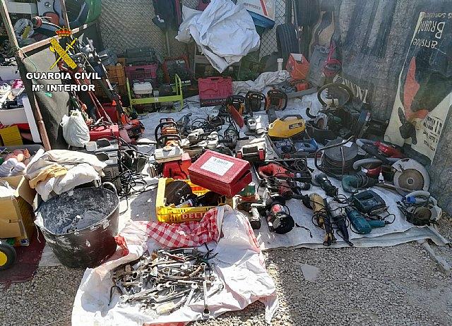 La Guardia Civil sorprende a una persona vendiendo un centenar de objetos supuestamente sustraídos - 3, Foto 3
