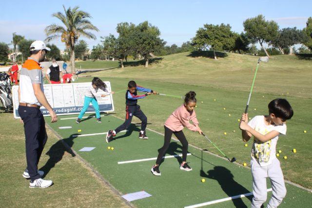 """Alumnos del colegio """"Joaquín Carrión"""" de San Javier se inician en el golf - 1, Foto 1"""