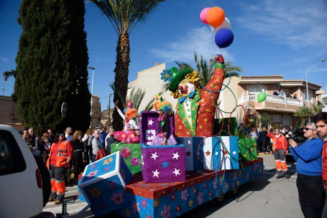 18 grupos participan este domingo en el desfile de carrozas, Foto 1