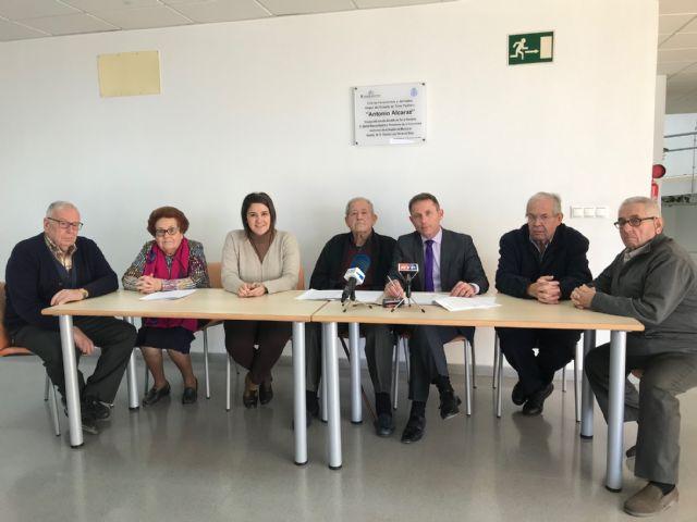 Firma de convenios entre el ayuntamiento y las asociaciones de mayores del municipio - 1, Foto 1