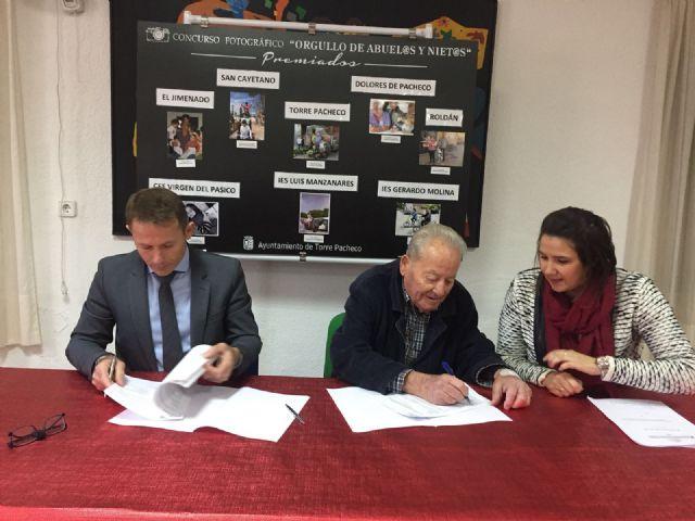 Firma de convenios entre el ayuntamiento y las asociaciones de mayores del municipio - 2, Foto 2