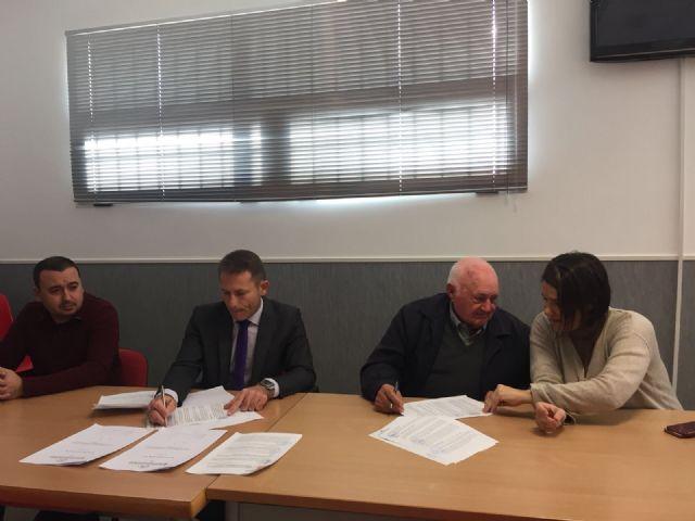 Firma de convenios entre el ayuntamiento y las asociaciones de mayores del municipio - 3, Foto 3