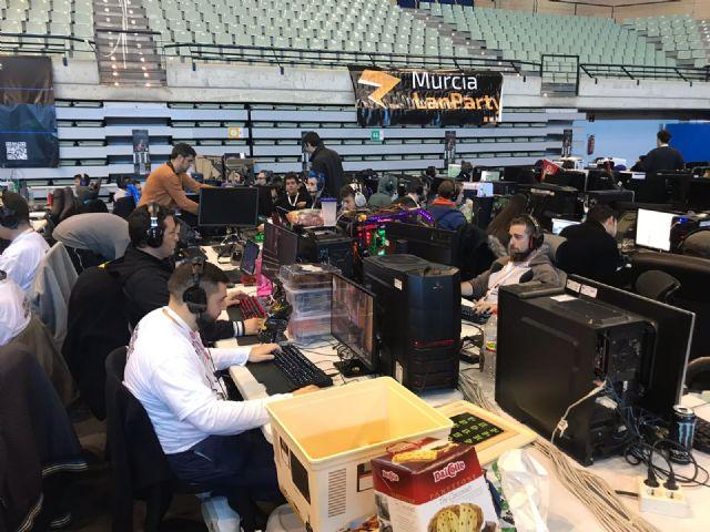 Más de mil jóvenes disfrutarán hasta el domingo de 94 horas ininterrumpidas de conexión a internet de 10 GB - 2, Foto 2
