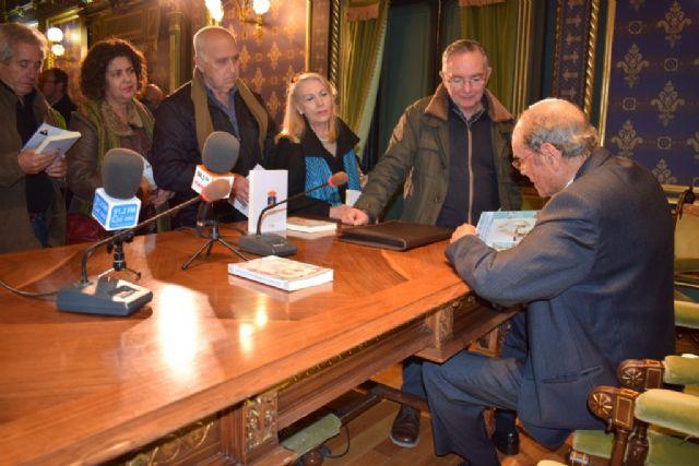 Juan Romera presenta la biografía del general mazarronero José Toral, Foto 1