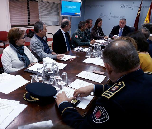 El Delegado del Gobierno preside la Comisión Provincial de Tráfico que crea la Subcomisión de Educación para mejorar las medidas de prevención vial en la Región de Murcia, Foto 1