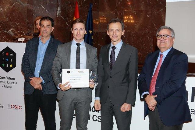El totanero Antonio Ruiz recibe la acreditación como uno de los 15 investigadores del Programa ComFunturo de la Fundación General CSIC