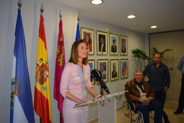 El Ayuntamiento celebra el aniversario de la Constitución homenajeando a los alcaldes de las cuatro últimas décadas - 1, Foto 1