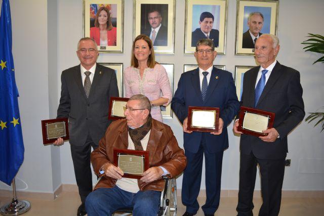 El Ayuntamiento celebra el aniversario de la Constitución homenajeando a los alcaldes de las cuatro últimas décadas - 2, Foto 2