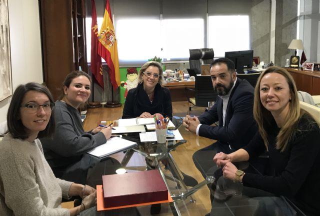 La consejera de Educación se reúne con la  asociación Albores de Murcia - 1, Foto 1