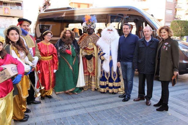 Los Reyes Magos de la Cofradía de Jesús de Murcia, un año más pasaron por la Casa-Taller de El Campico en Alcantarilla - 1, Foto 1