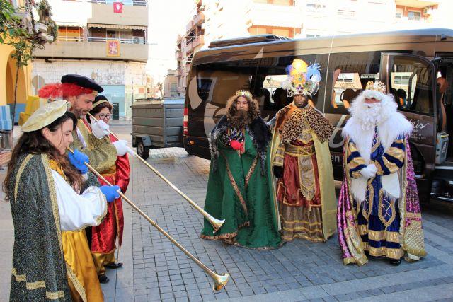 Los Reyes Magos de la Cofradía de Jesús de Murcia, un año más pasaron por la Casa-Taller de El Campico en Alcantarilla - 2, Foto 2