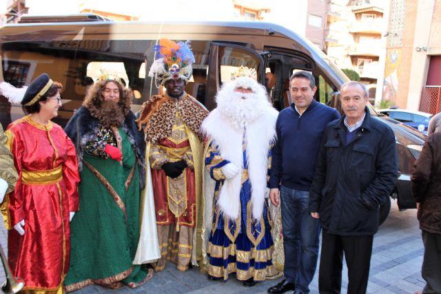 Los Reyes Magos de la Cofradía de Jesús de Murcia, un año más pasaron por la Casa-Taller de El Campico en Alcantarilla - 3, Foto 3