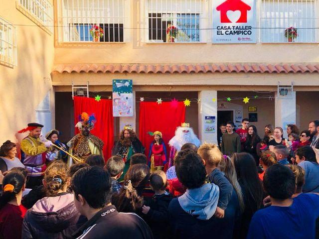 Los Reyes Magos de la Cofradía de Jesús de Murcia, un año más pasaron por la Casa-Taller de El Campico en Alcantarilla - 4, Foto 4