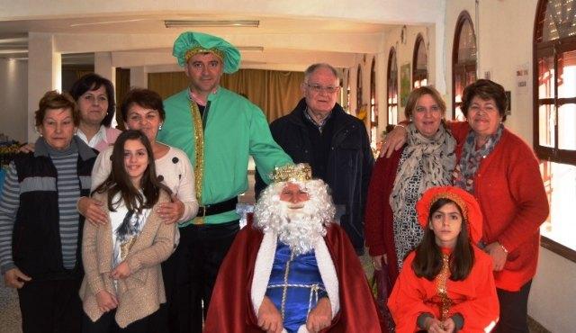 El Rey Melchor visitó Cáritas Tres Avemarías, Foto 1
