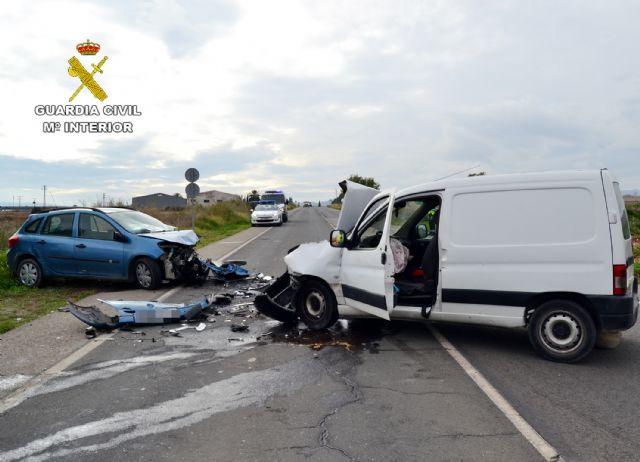The Civil Guard investigates the driver of a vehicle that fled after causing an accident with two wounded in the N-340, Foto 2