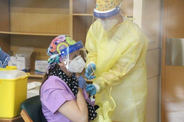 Dionisio Sánchez, primer vacunado en Alhama contra la Covid-19, Foto 5