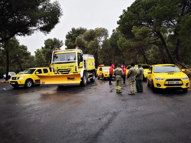 [They enable 5 vehicles of the forest brigades as snow plows in the regions and natural spaces affected by the snowstorm, Foto 2