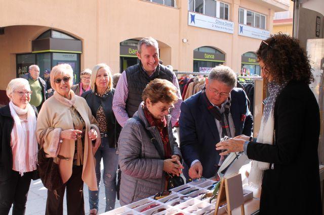 El Alcalde inaugura la Feria Outlet de Los Alcázares - 1, Foto 1