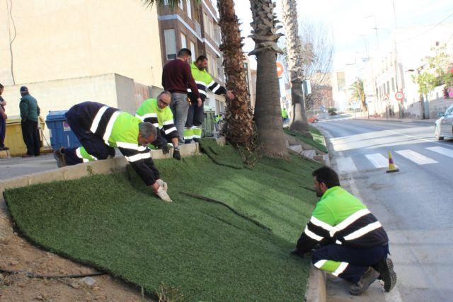 El Ayuntamiento reutiliza el antiguo césped del Campo de Fútbol Municipal para embellecer el municipio - 1, Foto 1