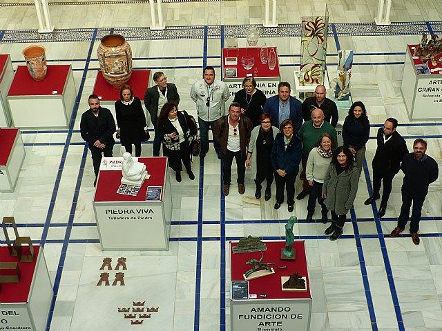 La excelencia de la artesan�a regional se instala en el Patio de los Ayuntamientos de la Asamblea Regional de Murcia, Foto 1