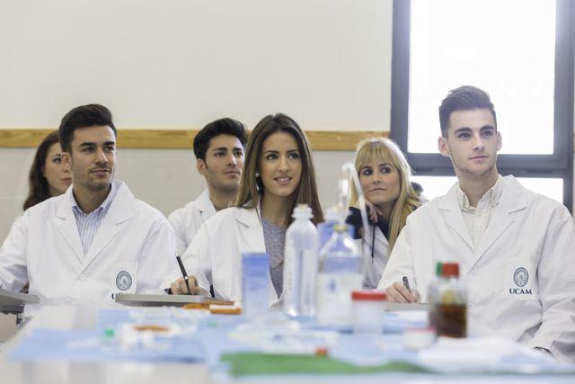 La Facultad de Enfermería de la UCAM organiza en el Campus de Los Dolores sus primeros Encuentros de Apoyo al Paciente - 1, Foto 1