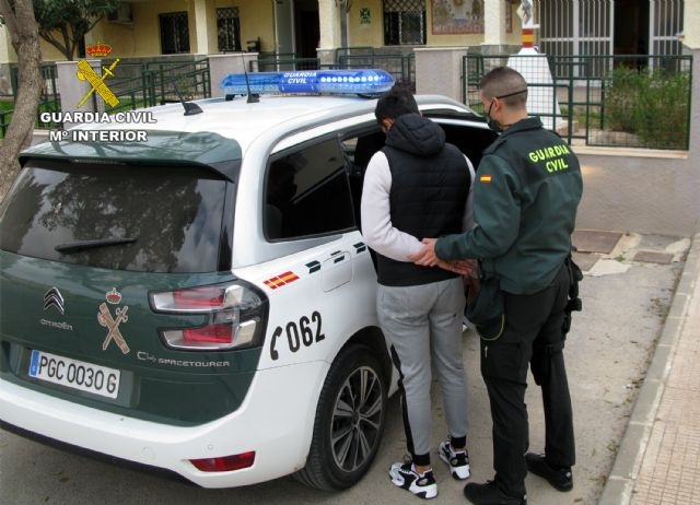 La Guardia Civil detiene a dos jóvenes dedicados a cometer robos en Murcia y Santomera - 1, Foto 1