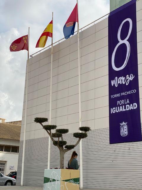 Torre Pacheco se ilumina de morado para conmemorar el Día Internacional de las Mujeres - 2, Foto 2